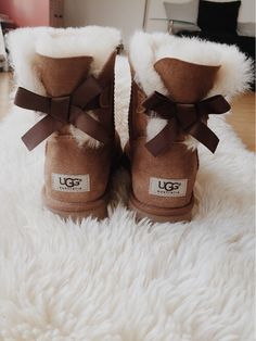 Imagen de uggs, shoes, and style Source by jelenaserb Boots Botas Dr Martens, Doc Martens Boots, Ugg Style Boots, Ugg Boots Outfit, Ugg Shoes, Cute Uggs, Cute Boots, Ugg Winter Boots, Winter Shoes