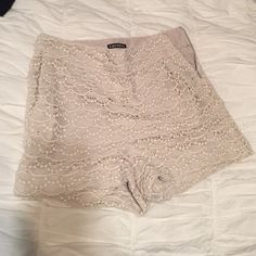 Express Creamy/beige High-Waisted Shorts Lace shorts with pocket and zipper on side. Express Shorts