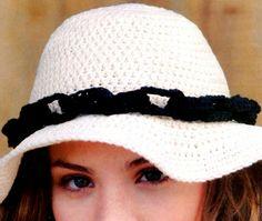 Sombrero clásico, que se distingue por lo original de su diseño.    La diferencia la hace la cadena de eslabones tejidos.
