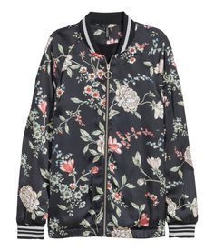 Stay on trend with our must-have Spring bomber jacket in every color and print your heart desires! | Warm in H&M