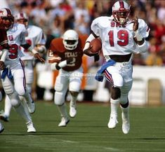 Running Back Eric Dickerson of SMU breaks free. College Football Players, Football Hall Of Fame, Football Is Life, Football Stadiums, School Football, Football Fans, Bro, Eric Dickerson, Texas Longhorns Football