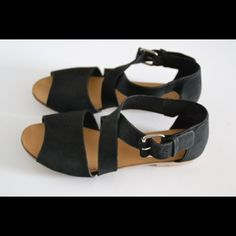 Deena & ozzy sandals Urban outfitters Deena & ozzy sandals Size 7 Man made materials. Wrap around buckle closure Minor wear to soles (pic) In excellent condition! Very comfy Deena & Oozzy Shoes Sandals