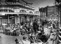Blackbird Tea rooms on the West Pier, Brighton, England Brighton Sea, Brighton Rock, Brighton Sussex, Brighton England, Brighton And Hove, Old Images, Old Photos, Vintage Photographs, Vintage Photos