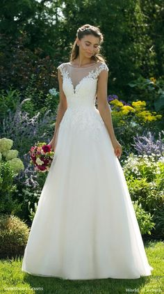 Sweetheart Gowns Fall 2018 Simple Tulle Skirt Ball Gown with Lace Bodice Lace Wedding Dress, Stunning Wedding Dresses, Classic Wedding Dress, Dream Wedding Dresses, Bridal Dresses, Wedding Gowns, Bridesmaid Dresses, Lace Ball Gowns, Tulle Ball Gown