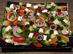 Sałatka grecka - Blog z apetytem Caprese Salad, Fruit Salad, Cobb Salad, Sushi, Grilling, Food And Drink, Ethnic Recipes, Blog, Salad