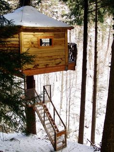 tree house hotel room at Cabanes als Arbres in the Catalan region of Spain