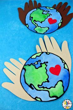 Are you looking for a fun project for your students to make on Earth Day? This Earth Day Hand Print Craft is a colorful and creative way to celebrate the April holiday. Hang these hand print keepsakes in your classroom or the hallway for a festive decoration that will brighten up your school. Click on the picture to print the free Earth template and learn how to make this Earth Day craft with your preschoolers, kindergartners, first graders, or second graders! #earthdaycraft #earthdayactivity