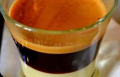 How to make a typical Spanish bombón coffee. The cafe bombón is a type of sweet coffee drink, originally from the Spanish region of Alicante, made with an espresso coffee mixed with. Irish Coffee, Sweet Coffee, Coffee Tasting, Coffee Drinks, Italian Coffee Maker, Spanish Coffee, Coffee Mix, Coffee Shop, Coffee Cups