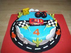 BIRTHDAY CARS. Gâteau Cars pâte d'amande.