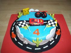 BIRTHDAY CARS. Gâteau Cars pâte d'amande.