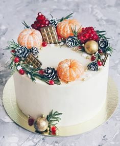 It's time to turn your attention to a Christmas cake. Christmas cake only needs to add a little crea Christmas Cake Decorations, Christmas Desserts, Christmas Treats, Christmas Baking, New Year Cake Decoration, Chocolate Christmas Cake, Christmas Cake Designs, Birthday Decorations, Fun Cupcakes