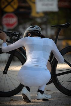 summer long sleeve cycling jersey Best Picture For Cycling Women For Your Taste You are looking for Bicycle Women, Bicycle Girl, Radler, Cycling Girls, Bike Shirts, Cycle Chic, Bike Style, Sporty Girls, Biker Girl