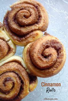 I cinnamon rolls sono una ricetta smart perché si possono congelare già cotti e all'occorrenza passare al microonde un paio di minuti, modalità scongelamento, per gustarli morbidi e profumati come appena fatti! Dessert Recipes, Desserts, Tasty Dishes, Cinnamon Rolls, Biscotti, Doughnut, Muffin, Snacks, Blogger Style