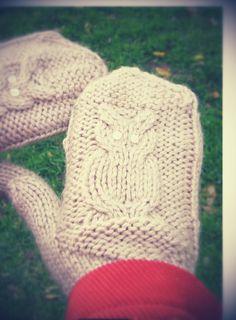 guantes con buhos tejidos a dos agukas