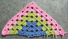 Simple instructions in Norwegian and English for making a granny triangle shawl.