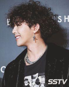 GD with curly hair is my religion Daesung, Vip Bigbang, Big Bang, Jonghyun, Kpop, Bigbang Wallpapers, Rapper, G Dragon Top, Top Choi Seung Hyun