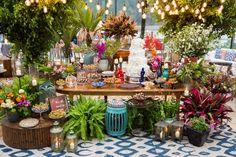 Taís Puntel Decor | Vestida de Noiva | Blog de Casamento por Fernanda Floret Chic Wedding, Wedding Table, Dream Wedding, Flower Decorations, Wedding Decorations, Table Decorations, Prosecco Bar, Palm Beach Resort, Sunset Party