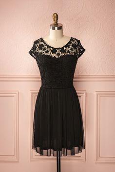 Bette Black ♥ Douce dentelle fleurie, jupe ample jolie; l'enchantement sera parfait à minuit.  Soft flowery lace, cute flared skirt; the enchantment will be perfect at midnight.