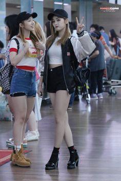 WJSN ♡ Meng MeiQi 미기 • 孟美岐 & Wu XuanYi 선의 • 吳宣儀 airport fashion #공항패션 #우주소녀 #宇宙少女