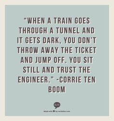 Quando um comboio entra num túnel e fica escuro, tu não deitas o bilhete fora e saltas do comboio. Ficas sentado e confias no maquinista.