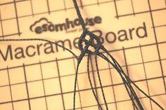 외줄 셀틱,celtic, 셀틱팔찌 제작법 : 네이버 블로그 Macrame Knots, Micro Macrame, Macrame Tutorial, Celtic, How To Make, Crafts, Loom Bracelets, String Bracelets, Woven Bracelets