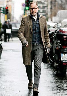【50代】チェック柄チェスターコート×デニムジャケットの着こなし(メンズ) | Italy Web