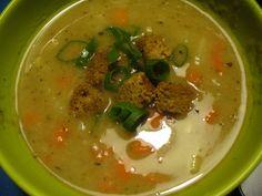 Chlebová polévka s kořenovou zeleninou   recept. Chlebovou polévku s kořenovou zeleninou si připravíte doma velice snadno.