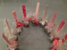 Saját készítésű ajándék: forró csoki pálca | anyakanyar Christmas Wreaths, Christmas Gifts, Advent Calendar, Holiday Decor, Spatula, Blog, Diy, Google, Christmas Swags