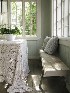 www.adalmiinanhelmi.fi (love tablecloths)