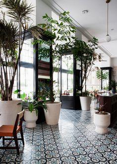 BÚSCAME (en 5 hoteles paraíso) Una granja histórica con arte y diseño en BRASIL, un 'resort' ultramoderno en SRI LANKA, el 'look' Paola Navone en PHUKET, un palacio lujoso actual en AMBERES y el estilo colonial 'cool' en PANAMÁ.