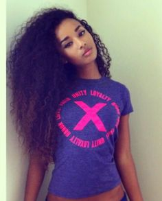natural curls.. can't wait for mine to get this long. .-. i want this so bad