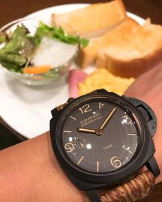#breakfast #toast #thinktoast #scrambleeggs #salad #ham #wristshot #panerai #luminor # pam375 ...