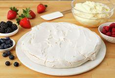 Pavlova med eggekrem | Oppskrift - MatPrat Pavlova, Camembert Cheese, Baking, Desserts, Food, Bread Making, Meal, Patisserie, Backen