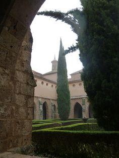 Claustro del Monasterio de Piedra en la provincia de Zaragoza. Monasterio de Piedra, cloister, in the province of Zaragoza