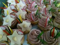 Jednohubky - Mňamky-Recepty.sk Sushi, Food And Drink, Appetizers, Pudding, Cookies, Cake, Ethnic Recipes, Desserts, Crack Crackers