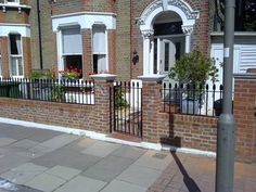 Garden Wall with railings for small victorian house. - Bricklaying job in West Norwood, South London - MyBuilder Victorian Front Garden, Victorian Front Doors, Victorian Terrace, Front Garden Entrance, Front Garden Path, Edwardian House, Victorian Homes, Front Wall Design, Garden Railings