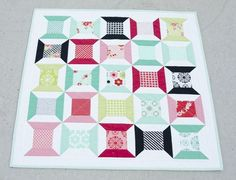 Hyacinth Quilt Designs: Tumbling Spools in Handmade mini quilt Small Quilt Projects, Quilting Projects, Quilting Designs, Sewing Projects, Quilting Ideas, Art Quilting, Modern Quilting, Small Quilts, Mini Quilts