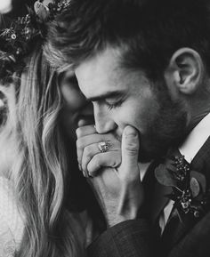 If you would like intimate wedding pics, think carefully about the actual environment, a lighting, Engagement Announcement Photos, Engagement Photo Poses, Engagement Pictures, Engagement Photography, Winter Engagement Photos, Fall Engagement, Engagement Shoots, Wedding Picture Poses, Wedding Poses
