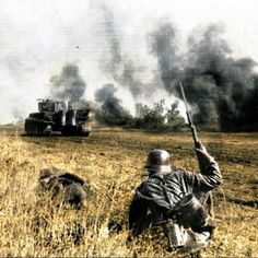 German Soldiers Ww2, German Army, Seven Nation Army, Ddr Museum, Tiger Tank, War Photography, Panzer, War Machine, Military History