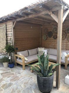 Buitenkijker: heerlijke Ibiza sferen in eigen tuin - Eigen Huis en Tuin Outdoor Balcony, Outdoor Spaces, Outdoor Living, Outdoor Decor, Ibiza Fashion, Beach Gardens, Backyard, Patio, Pool Houses
