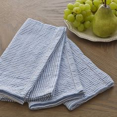 With a nautical-inspired seersucker print and versatile palette, this 100% cotton napkin set is a breezy addition to a casual table setting. Set of 4.