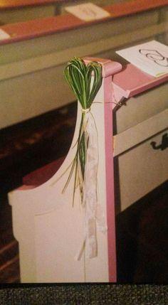 Deko Bank Kirche - Nathalie Westerkamp-Seifert - Re-Dekoration Wedding Pew Decorations, Church Aisle Decorations, Wedding Pews, Flower Decorations, Wedding Pew Markers, What Is Wedding, Harry Wedding, Church Flower Arrangements, Pink Themes
