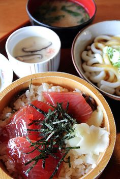 Tekone-Zushi and Ise-Udon: Tuna Donburi and Udon-noodle. These are the noted dishes in Ise (Mie prefecture) district.