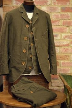 Prometheus: Freewheelers and Company, a Japanese clothier with design inspiration imbued in vintage Western utilitarian garments. Workwear Fashion, Mens Fashion, Fashion Trends, Fashion Blogs, Look Fashion, Urban Fashion, Girl Fashion, Vintage Men, Vintage Fashion