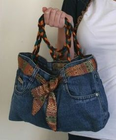 How to Make a Denim Purse Denim jeans have a lot of character and style, even if they're worn out or outgrown. You can transform that style into a unique purse. All you need is an old pair that you (Diy Ropa Jeans) Diy Jeans, Jeans Sobre Jeans, Diy Denim Purse, Diy Purse From Jeans, Levis Jeans, Cut Up Shirts, Old T Shirts, Diy Fashion, Ideias Fashion