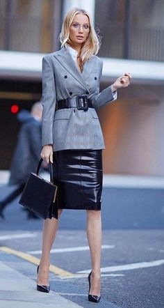 Lovely Ladies in Leather: Miscellaneous Leather Leather Pencil Skirts (Part … Lovely Ladies in Leather: Sonstiges Leder Bleistiftröcke aus Leder (Teil – Elegantes Outfit Frau, Pencil Skirt Outfits, Pencil Skirts, Long Leather Skirt, Secretary Outfits, Office Fashion, Looks Style, Leather Fashion, Leather Outfits