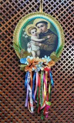 Santo Antônio- Socorro Castello Branco Decoration, Art Decor, Felt Crafts, Diy Crafts, Home Altar, Catholic Crafts, Roman Catholic, Folk Art, Dream Catcher