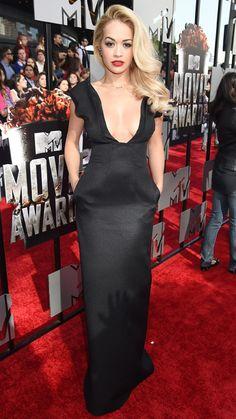 Rita Ora flaunts major cleav in a black gown by Barbara Casasola ~ MTV Movie Awards Mtv Movie Awards, Rita Ora, Celebrity Red Carpet, Celebrity Style, Coachella, Hollywood, Red Carpet Dresses, Red Carpet Looks, Mode Inspiration