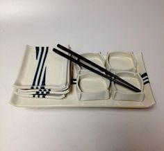 Beautiful simple clean lines on Judy Marchand's sushi set. Beautiful simple clean lines on Judy Marchand's sushi set. Ceramic Pottery, Ceramic Art, Sake Sushi, Sushi Dishes, Sushi Platter, Slab Ceramics, Sushi Set, Play Clay, Sushi Design