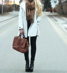 Black Skinny Jeans and Black top With White Trench Coat, Bulky Beige Scarf, Beige/Brown Bag and Black Boots